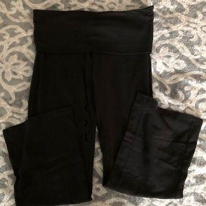 All black PINK Victoria Secret bootleg yoga pants